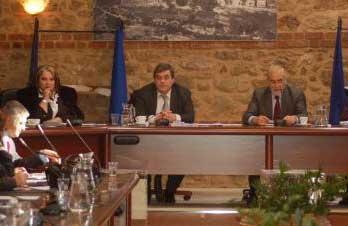 Για τους προϋπολογισμούς των Δήμων: Οι απαιτήσεις της κυβέρνησης και το χρέος των αιρετών