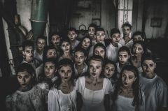 """Η Ομάδα «Ορίζοντες» του Τμήματος Θεατρικής   Υποδομής  του  ΔΗ.ΠΕ.ΘΕ.  Βέροιας  παρουσιάζουν  την παράσταση """"Ιστορίες στο σκοτάδι"""""""