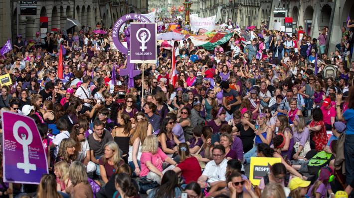 ΕΛΒΕΤΙΑ Η «Απεργία Γυναικών» και η συσσωρευμένη αγανάκτηση των εργαζόμενων γυναικών