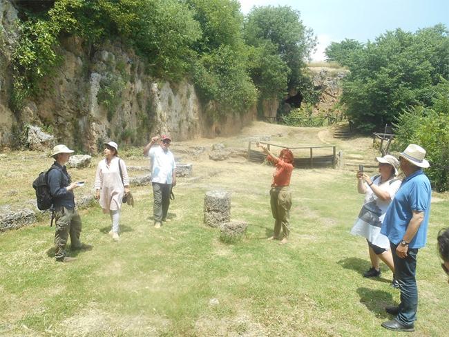 Μακεδονικοί Τάφοι, Γυμνάσιο Θέατρο Μίεζας, Νυμφαίο, στη Νάουσα Ημαθίας, με την Αγγελική Κοταρίδη