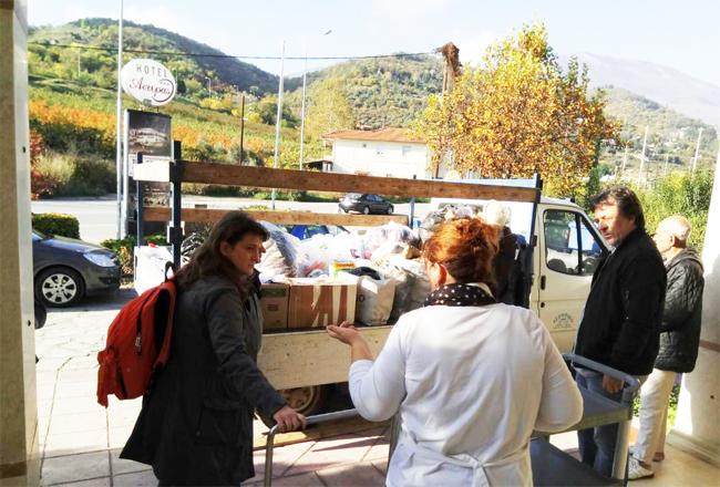 ΕΡΓΑΤΙΚΟ ΚΕΝΤΡΟ ΝΑΟΥΣΑΣ: Επίσκεψη στους Πρόσφυγες