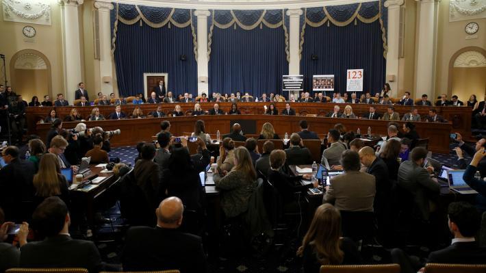 «Ναι» από τη Βουλή των Αντιπροσώπων στις κατηγορίες με τις οποίες ο Τραμπ παραπέμπεται σε δίκη