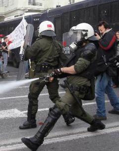 Ετοιμάζει νομοσχέδιο καταστολής, ποινικοποίησης και προβοκάτσιας για το χτύπημα των κινητοποιήσεων του λαού