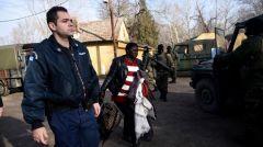 Σε εξοντωτική φυλάκιση προσφύγων και μεταναστών και δημιουργία κλειστών κέντρων προχωρά η κυβέρνηση