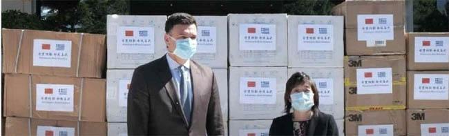 Μάσκες και προστατευτικό υλικό παρέλαβε ο Β. Κικίλιας από την πρεσβεία της Κίνας