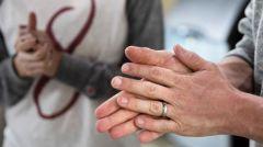 ΟΕΝΓΕ Απαράδεκτες οδηγίες του ΕΟΔΥ προς τους υγειονομικούς: Αν δεν έχετε γάντια να πλένετε τα χέρια σας με αντισηπτικό!