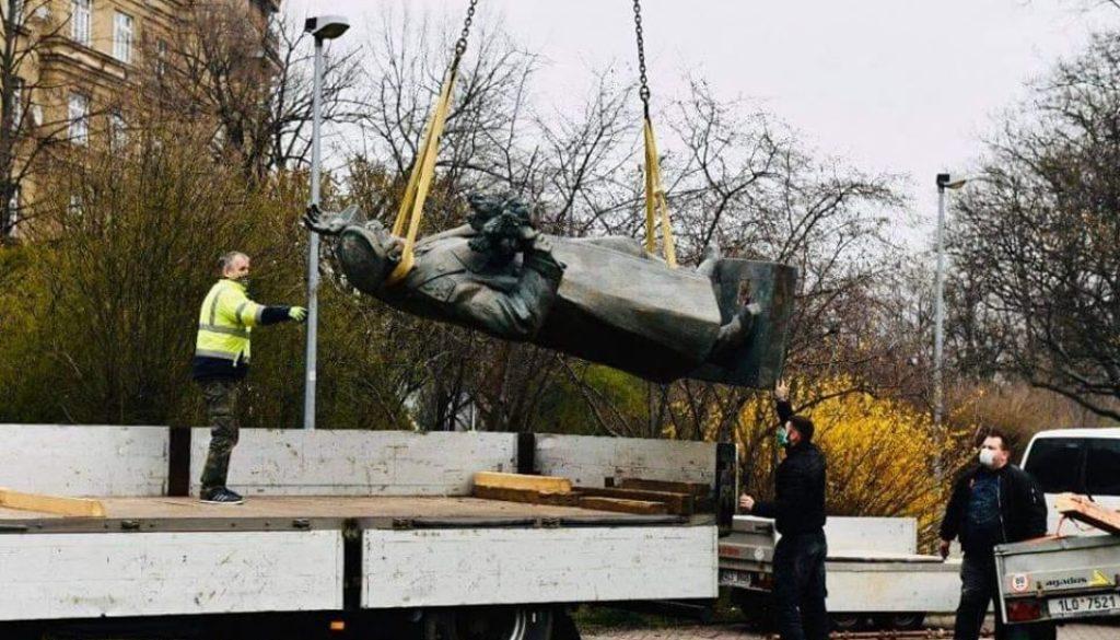 Πράγα:  Αφαίρεσαν το άγαλμα σύμβολο της απελευθέρωσης από τους Ναζιστές