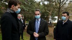 Κ. ΜΗΤΣΟΤΑΚΗΣ: Βόλτα στο Νοσοκομείο «Σωτηρία» για να «παραδώσει» υλικό την ώρα που το δημόσιο σύστημα Υγείας στενάζει