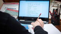 ΕΞ ΑΠΟΣΤΑΣΕΩΣ ΔΙΔΑΣΚΑΛΙΑ: Με «δανεισμό» και πολύ πίσω από τις ανάγκες η όποια προμήθεια ψηφιακού εξοπλισμού...