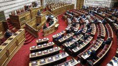 Ψηφίστηκε το νομοσχέδιο που ενισχύει τον εγκλωβισμό προσφύγων και μεταναστών
