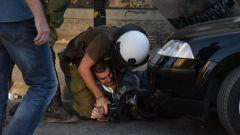 ΣΥΓΚΕΝΤΡΩΣΗ ΣΤΟ ΥΠΟΥΡΓΕΙΟ ΠΑΙΔΕΙΑΣ: Η κυβέρνηση έπνιξε με χημικά τη διαδήλωση