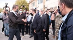 ΠΕΡΙΟΔΕΙΑ ΚΥΡ. ΜΗΤΣΟΤΑΚΗ ΣΤΟΝ ΕΒΡΟ: Επιθεώρησε τον φράχτη στα ελληνοτουρκικά σύνορα και εξήρε την ιδιωτικοποίηση του λιμανιού