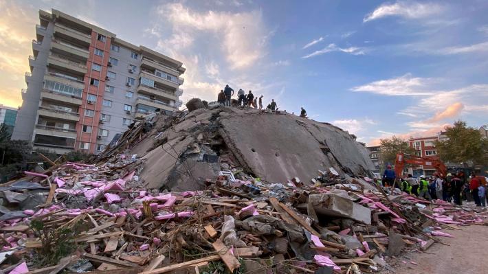 ΤΟΥΡΚΙΑ: Τουλάχιστον 24 νεκροί και 804 τραυματίες από τον ισχυρό σεισμό στο Αιγαίο