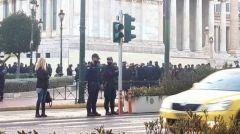 ΑΘΗΝΑ: «Υγειονομική βόμβα» με 5.000 συνωστισμένους αστυνομικούς...