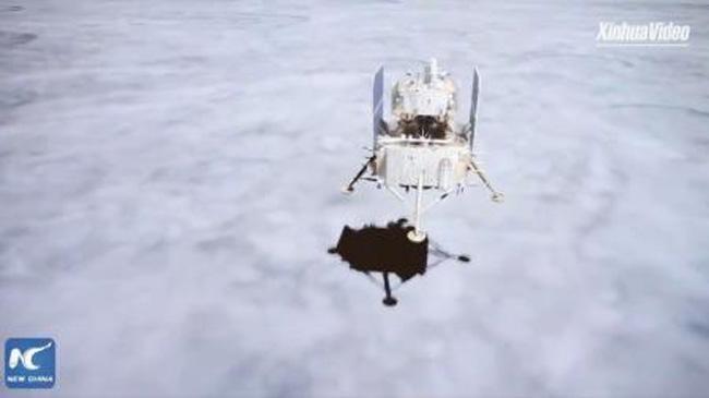 Ιστορική προσελήνωση κινεζικού ρομποτικού σκάφους στην επιφάνεια της Σελήνης