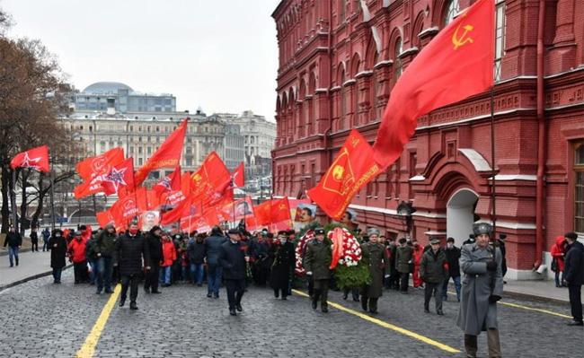 Μόσχα: Τίμησαν την επέτειο γέννησης του Ι.Β. Στάλιν στην Κόκκινη Πλατεία