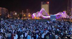 Γουχάν: Πλήθος κόσμου στους δρόμους για τον εορτασμό της Πρωτοχρονιάς...