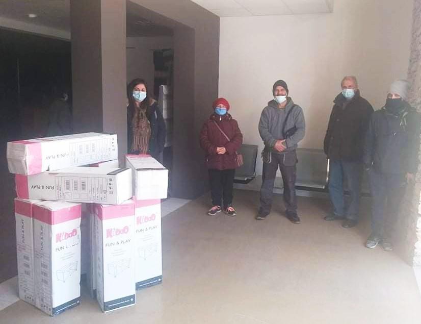 Δήμος Νάουσας: Παραδόθηκαν άλλα 13 παρκοκρέβατα σε νέους γονείς
