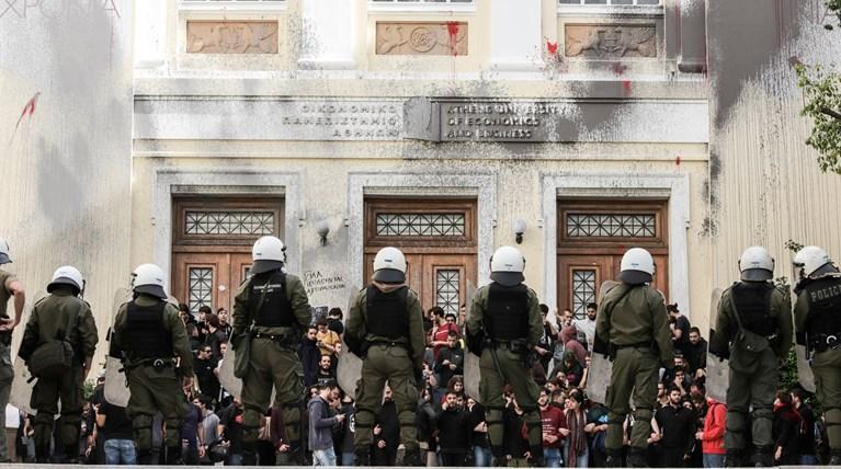 Υπεράσπιση της πανεπιστημιακής αστυνομίας, με κυνική επίκληση στην περίοδο της χούντας, από τον υφ. Παιδείας, Αγγ. Συρίγο
