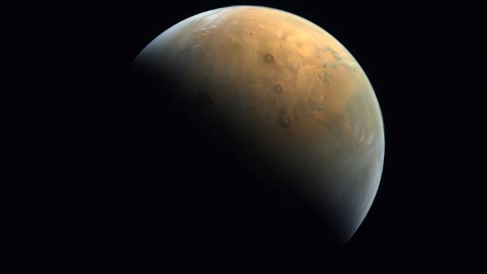 Την πρώτη φωτογραφία από τον Άρη έστειλε το «Hope»