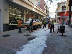 Εργασίες καθαρισμού από χιόνι σε δρόμους και πεζοδρόμια του Δήμου Βέροιας