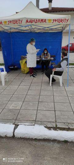 90 rapid tests πραγματοποίησε κινητή ομάδα του ΕΟΔΥ στην Τ.Κ. Ζερβοχωρίου, με πρωτοβουλίατου Δήμου Νάουσας