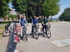"""«Ξεκλειδώνουν» τα 28 κοινόχρηστα ποδήλατα του Δήμου Βέροιας με τη νέα εφαρμογή """"Veria bikes"""" για smartphones"""