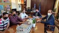 Η προτεραιοποίηση των έργων στο πρόγραμμα «Αντώνης Τρίτσης» στο επίκεντρο της συνάντησης του Δημάρχου Νάουσας, Νικόλα Καρανικόλα με τον Αναπληρωτή Υπουργό Εσωτερικών, Στέλιο Πέτσακαι τον Υφυπουργό Οικονομικών, Απόστολο Βεσυρόπουλο