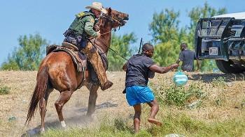 ΗΠΑ: Απάνθρωπο κυνήγι μεταναστών... σαν να ήταν ζώα σε ροντέο