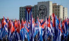 Για κοίτα ποιοί κουνάνε το δάχτυλο στην Κούβα…