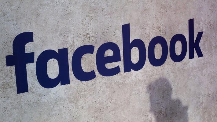 Εντείνονται οι πιέσεις στο Facebook