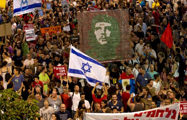 Διαδηλώνοντας στο Ισραήλ,ενάντια στην κυβερνητική πολιτική για την Παλαιστίνη!