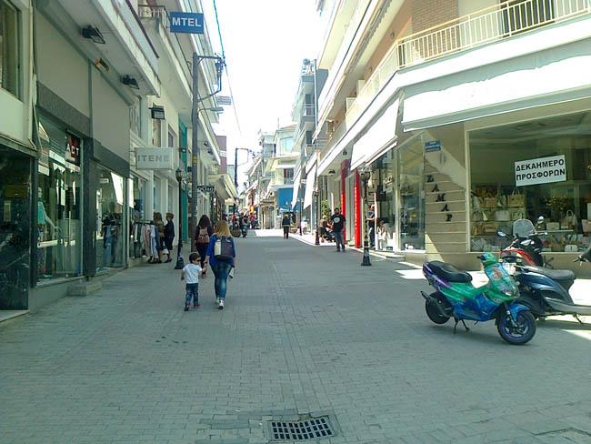 Λίγα ανοιχτά μαγαζιά στη Βέροια με ακόμη λιγότερους πελάτες!
