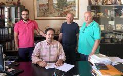 Υπογράφηκε η σύμβαση για την αποκατάσταση του δαπέδου του κλειστού γηπέδου στην Εληά