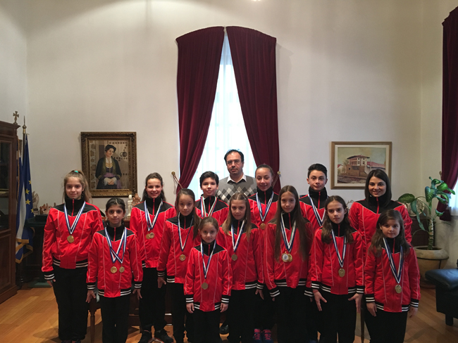 Αθλητές της Ακροβατικής Γυμναστικής του Φιλίππου στο Δήμαρχο Βέροιας