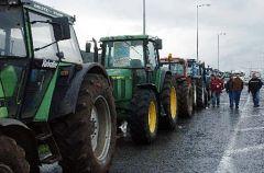Οι αγρότες παλεύουν για να μείνουν στο χωράφι και στον τόπο τους