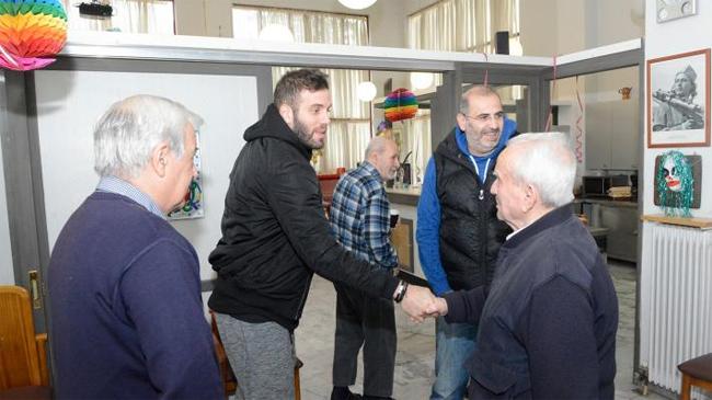 Επίσκεψη του διεθνούς μπασκετμπολίστα Ν. Παππά στο «Σπίτι του Αγωνιστή»
