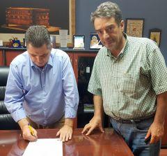 Υπογραφή σύμβασης για σήμανση, στηθαία και κιγκλιδώματα στο οδικό δίκτυο της Π.Ε Ημαθίας