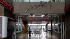 Αναταράξεις με τις τραπεζικές μετοχές μετά και τις εκθέσεις διεθνών οίκων