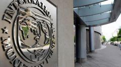 Ο «εμπορικός πόλεμος» σπρώχνει προς τα κάτω τις προβλέψεις για την παγκόσμια ανάπτυξη