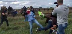 Ουγγαρία: Απαλλάχθηκε η δημοσιογράφος που είχε κλοτσήσει μετανάστες στα σύνορα με τη Σερβία