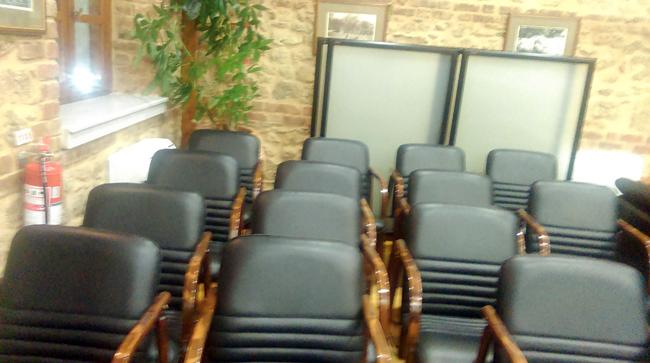 Άδειες καρέκλες…