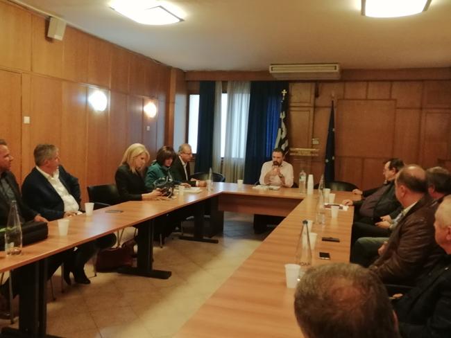 """Σύσκεψη στο υπουργείο Αγροτικής Ανάπτυξης για τη """"μαύρη"""" διακίνηση αγροτικών προϊόντων, τη φορολόγηση των αγροτών και τις αποζημιώσεις για τις ζημιές από τις φετινές βροχοπτώσεις"""