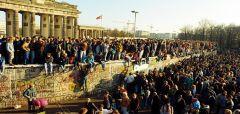 29 χρόνια μετά την πτώση του τείχους του Βερολίνου ο καπιταλισμός υψώνει νέα τείχη για τους λαούς