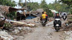 ΙΝΔΟΝΗΣΙΑ: Σε 222 οι νεκροί από το τσουνάμι