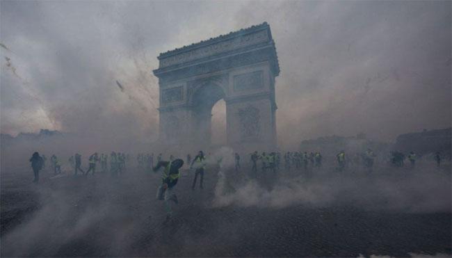 Γαλλία: Έξι μήνες φυλακή για μια ανάρτηση στο Facebook