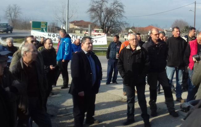 """""""Όλη η Ημαθία συμμερίζεται τα προβλήματα των αγροτών""""  τόνισε ο Κώστας Καλαϊτζίδης απο το μπλόκο της Κουλούρας"""