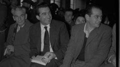 Νίκος Μπελογιάννης: «Μ' ένα γαρύφαλλο ξεκλείδωσε όλη την αθανασία. Μ' ένα χαμόγελο έλαμψε τον κόσμο για να μη νυχτώνει»