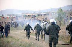 Παραπλανητικά καλέσματα και καταστολή σε βάρος των εγκλωβισμένων προσφύγων